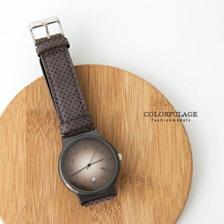 手錶 韓系個性漸層面板質感皮革洞洞錶帶腕錶 日期窗顯示 中性款式 柒彩年代【NE1682】單支 - 限時優惠好康折扣