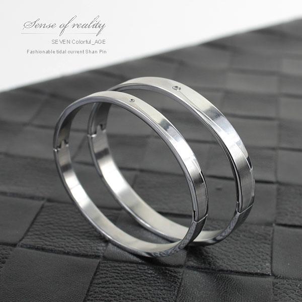 柒彩年代【NA165】專櫃超簡約流線造型崁入鋼手環~崁入華麗單鑽.情侶搭配.單支價格 0