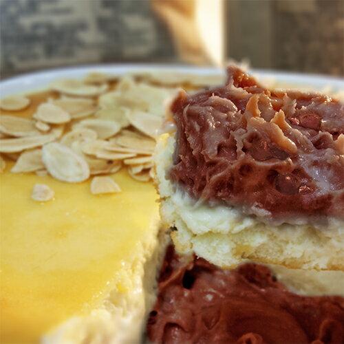 ~紅豆生乳酪~四層不同乳酪混搭的爆炸口感~從上而下分別是焗烤乳酪絲、美國乾酪、安佳煙燻起司