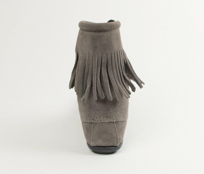 【Minnetonka 莫卡辛】灰色  - 經典綁帶流蘇短靴 4