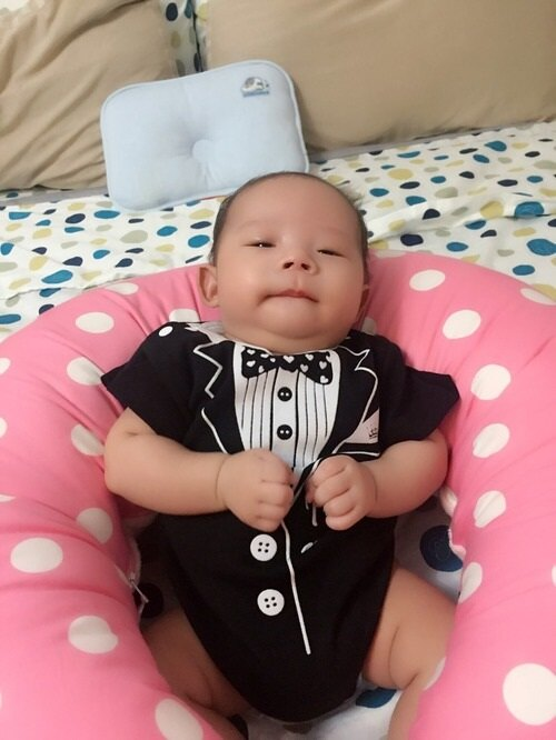 PUREST baby collection 【衣漾兜很帥】小紳士禮盒組 (短袖包屁衣+圍兜) 2