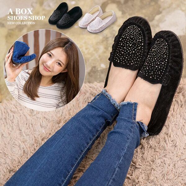 格子舖*【AR380】超值質感絨布金屬綴飾車線設計 舒適軟Q平底包鞋 豆豆鞋 走路鞋 3色