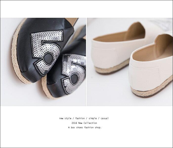 格子舖*【AAB111】MIT台灣製 時尚休閒數字亮片設計 皮革拼接繩索編織 V口懶人鞋 3色 2