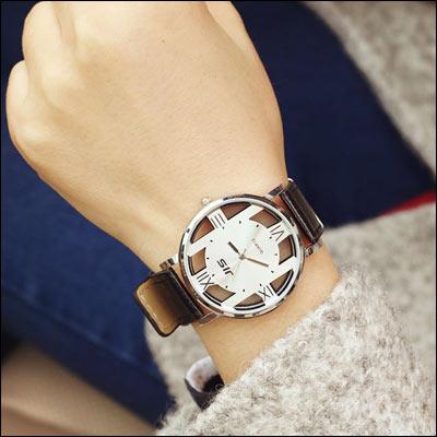 任2件455元-ManStyle潮流嚴選韓版大氣雙面鏤空復古原宿風皮帶石英手錶【R9S0489】