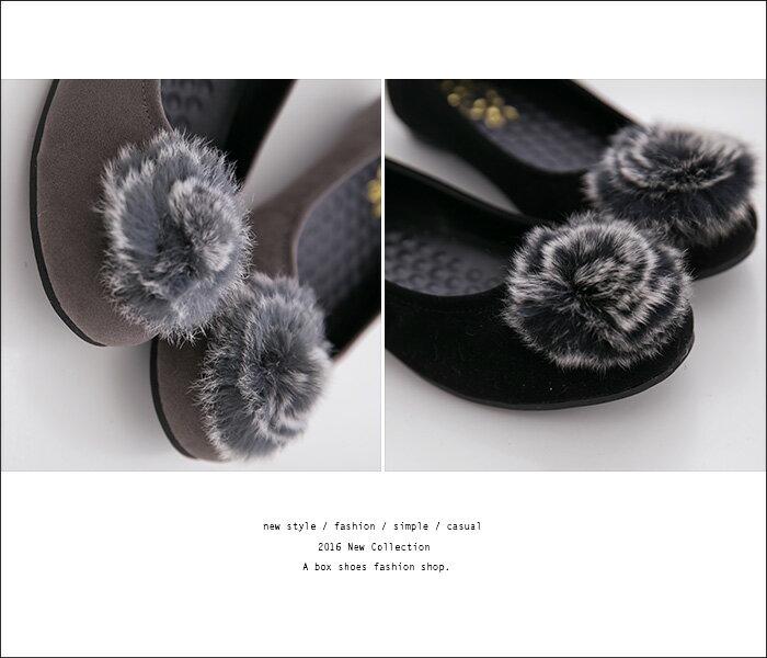 格子舖*【KD8666】MIT台灣製 嚴選麂皮 時尚毛茸茸圓球 舒適乳膠鞋墊 豆豆鞋 走路鞋  2色 2