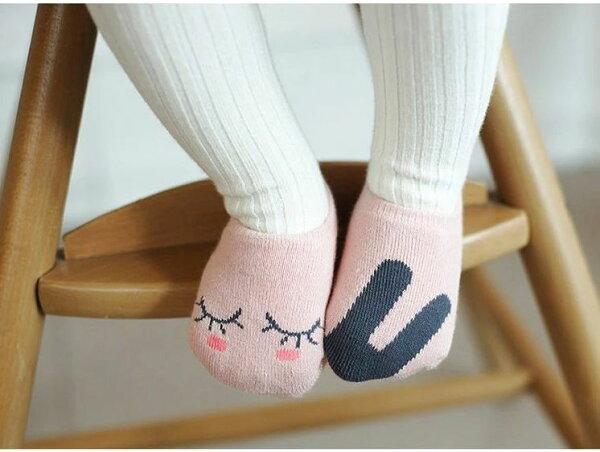 ☆傑媽童裝☆棉質粉色不對稱防滑船襪-1歲內可穿【A34】