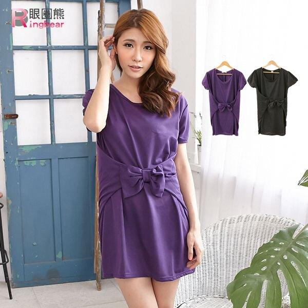 洋裝~~典雅大方腰間立體蝴蝶結 短袖圓領長上衣 洋裝^(黑.紫M~2L^)~D253眼圈熊