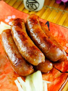 【金榮肉品】屏東東港 黑鮪魚香腸 - 130元(300克±5%/包)