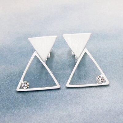 〔APM飾品〕 Kaza 幾何三角虛實構面耳環 ^(耳夾式^) ^(金色系^) ^(銀色系