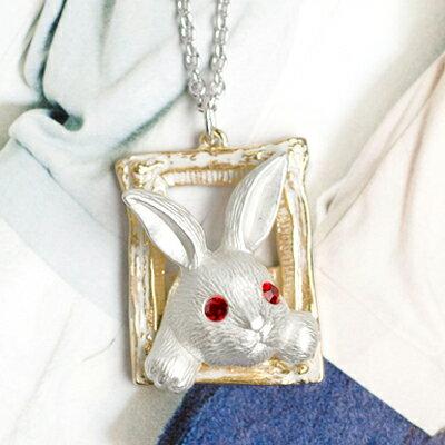 〔APM飾品〕日本Hilaris 淘氣白兔復古相框項鍊