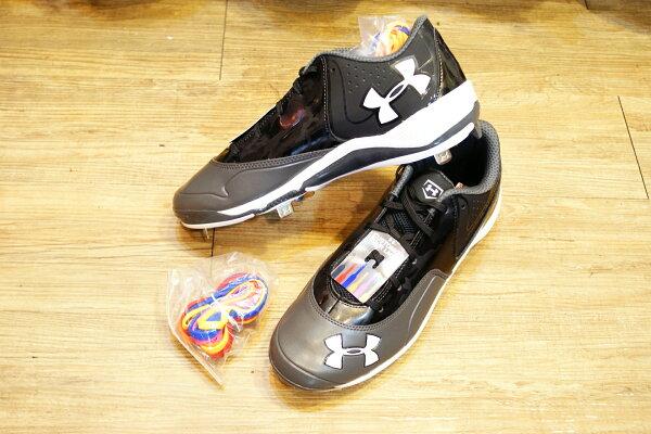 棒球世界 全新UNDER ARMOUR Ignite低筒棒球釘鞋 黑白色款 特價 送7彩鞋帶
