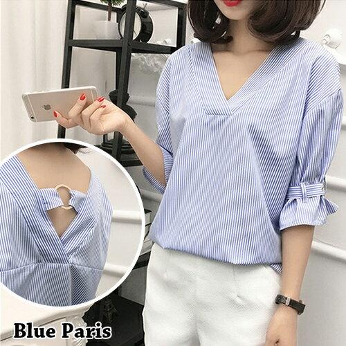 襯衫 - V領條紋背後鏤空綁帶荷葉短袖襯衫【29147】藍色巴黎 - 現貨 + 預購