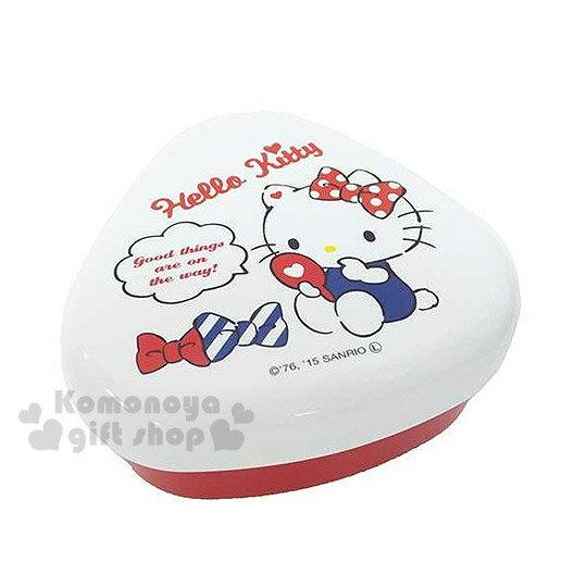 〔小禮堂〕Hello Kitty 日製三角飯糰便當盒~紅白.三角型.坐姿.照鏡子~ 便當輕