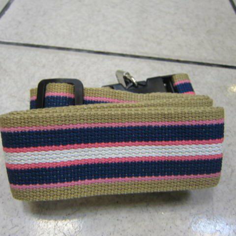 ~雪黛屋~18NINO81美國行李箱固定保護帶附鎖打包固定繽紛多色超厚防水尼龍布萬用帶 藍粉紅卡紋