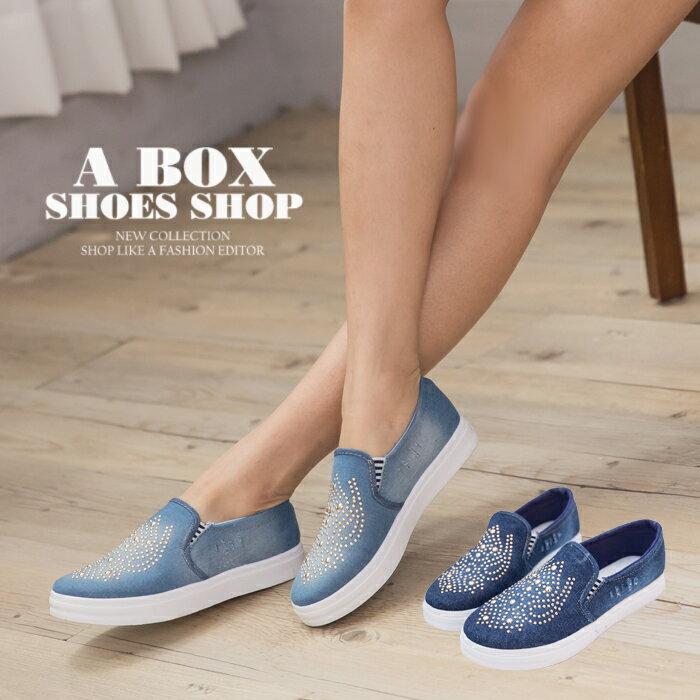 格子舖*【AWA10】個性休閒金屬裝飾 鬆緊好穿拖 單寧牛仔帆布/布面鞋 懶人鞋 2色 0