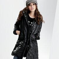保暖服飾推薦鋪綿外套--吸睛注目焦點-腰身剪裁鋪棉連帽毛邊素面長外套(黑.紫M-2L)-J72眼圈熊中大尺碼