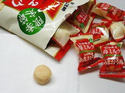 有樂町進口食品 日本期間限定 味覺 8.2 牛奶糖袋 草莓口味 4902750842236 1