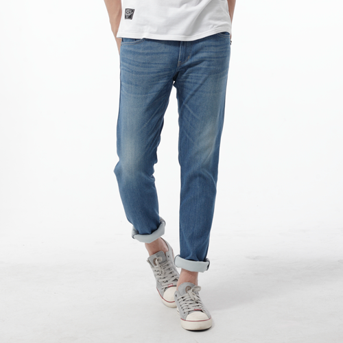 【週年慶。8折優惠↘】EDWIN EDGE COOL 口袋繡邊窄直筒牛仔褲-男款 石洗藍 0