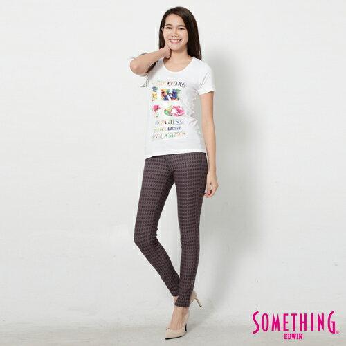 【週年慶。8折優惠↘】SOMETHING 花卉文字相版 合身U領T恤-女款 白色 2