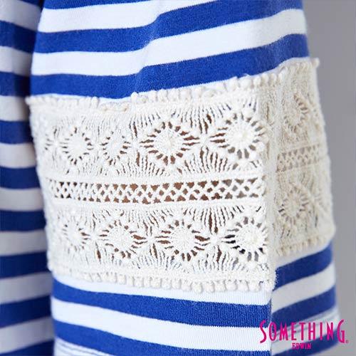 【週年慶。8折優惠↘】SOMETHING 童趣貼標 蕾絲橫條T恤 -女款 藍色 5