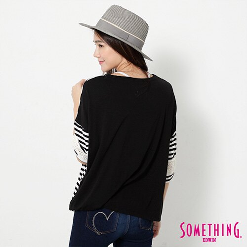 【週年慶。8折優惠↘】SOMETHING 童趣貼標 蕾絲橫條T恤 -女款 黑色 1