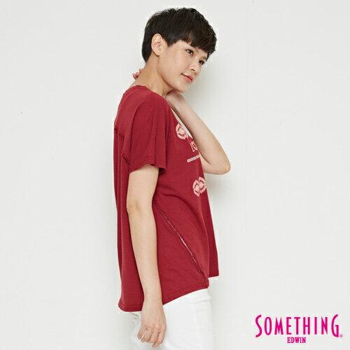 【週年慶。8折優惠↘】SOMETHING  復古印花 寬版T恤-女款 暗紅 2