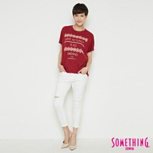 【週年慶。8折優惠↘】SOMETHING  復古印花 寬版T恤-女款 暗紅 3
