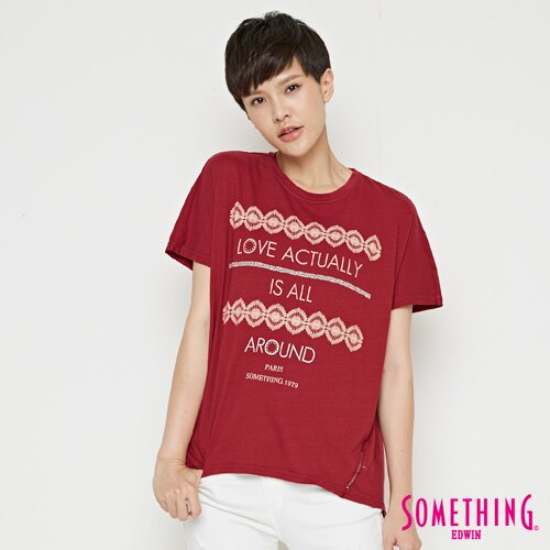 【週年慶。8折優惠↘】SOMETHING  復古印花 寬版T恤-女款 暗紅 0