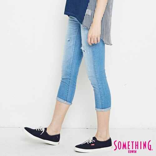 【週年慶。8折優惠↘】SOMETHING CELEB 破壞補釘 合身七分牛仔褲 -女款 石洗藍 2