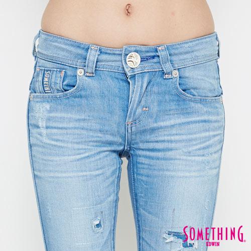 【週年慶。8折優惠↘】SOMETHING CELEB 破壞補釘 合身七分牛仔褲 -女款 石洗藍 4