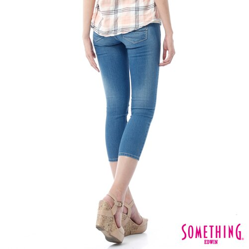 【週年慶。8折優惠↘】SOMETHING NEO FIT鑽飾五袋七分褲 -女-石洗藍 1