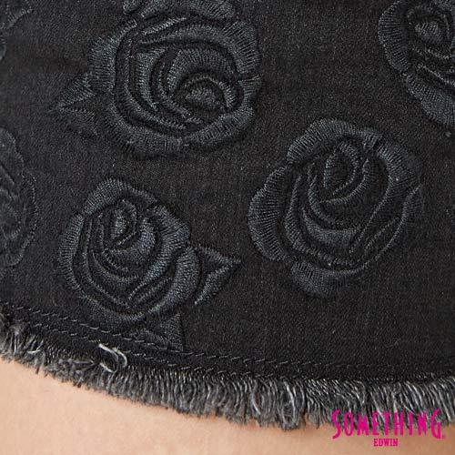 【週年慶。8折優惠↘】SOMETHING 玫瑰繡花 牛仔短褲-女款 黑色 7