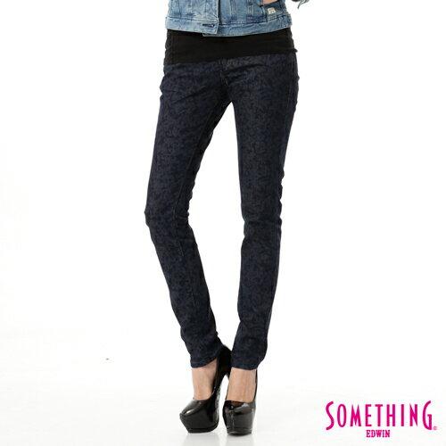 【5折優惠↘】SOMETHING NEO FIT 低調巴洛克印花窄直筒褲-女款 原藍色 0