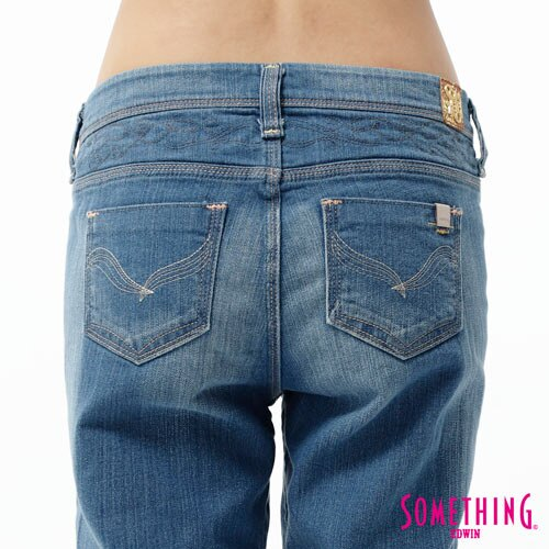 【5折優惠↘】SOMETHING CELEB 後接蕾絲繡花直筒牛仔褲-女款 石洗藍 4