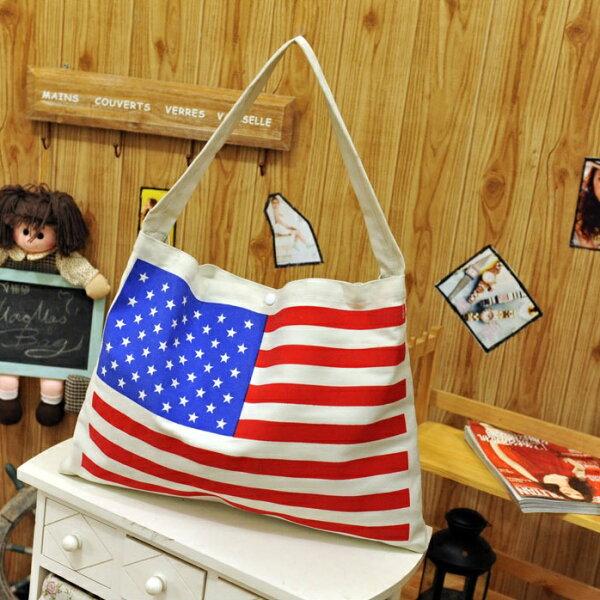 【蕾蒂貓+現貨供應】 歐美風休閒 側背包 國旗帆布包 只有紅白款喔!【BG00SB06】