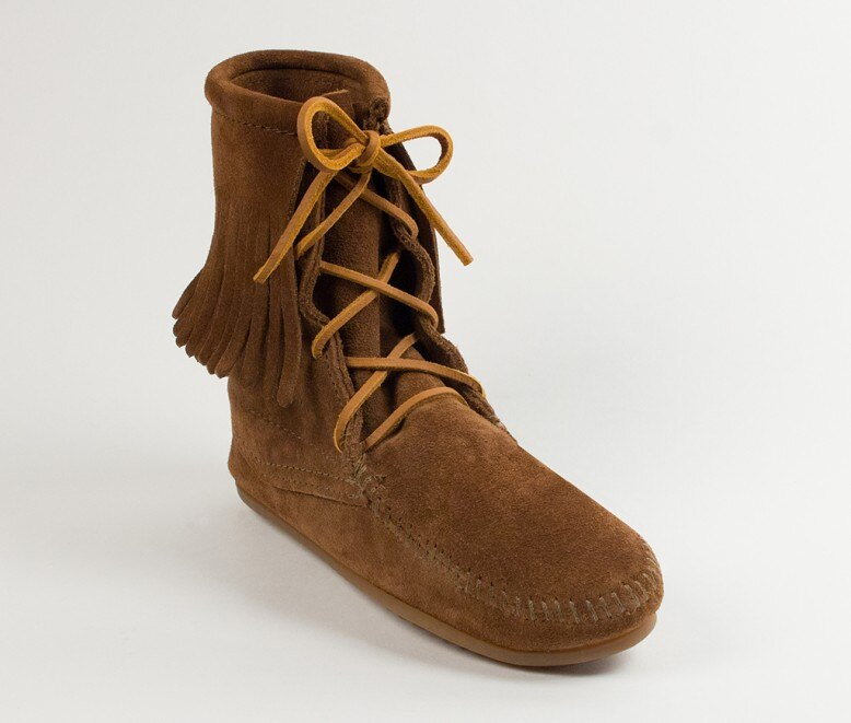 【Minnetonka 莫卡辛】深棕色 - 經典綁帶流蘇短靴 0