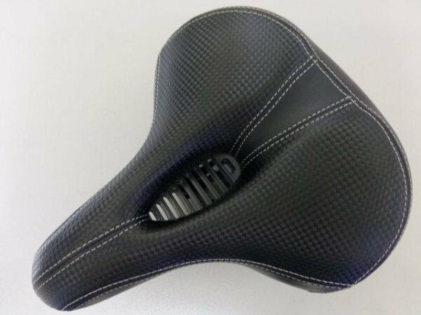 《意生》市場上唯一創新設計全新中空氣體導流 皮面仿卡夢黑彈簧坐墊 座墊 中空坐墊超舒適超透氣超好坐