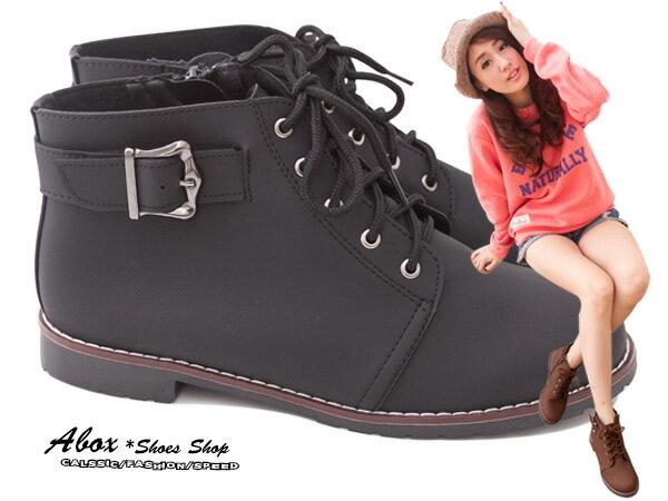 格子舖*【KIW9968】MIT台灣製 帥氣款 金屬扣環仿麂皮材質 繫帶低跟短靴 馬丁靴 機車靴 兩色 0