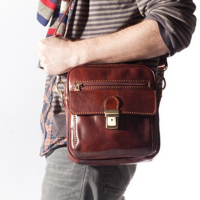 Tassia Enzo Upright Messenger Bag (cognac) 0