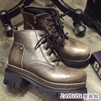 ☼zalulu愛鞋館☼ IE036預購 個性女孩必備百搭厚底拉鍊短版馬丁靴-偏小-黑/卡其-36-39