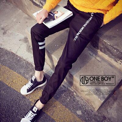 『 One Boy 』【N22505】質感硬磅文字印花款休閒束口褲