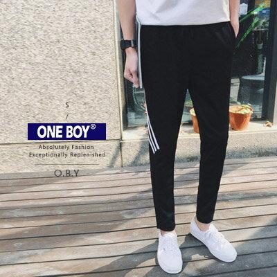 『 One Boy 』【N24918】運動風流線綁帶修身束口褲