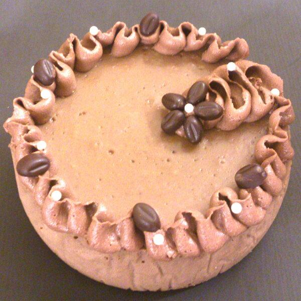 摩卡咖啡重乳酪蛋糕 6吋 「免運費」→採用日本知名廠牌製作的咖啡粉,與愛爾蘭咖啡酒的雙重結合,少不了法芙娜巧克力的摩卡比例,濃濃的咖啡香,伴隨著巧克力的巧妙搭配,上層更有奶油乳酪與巧克力咖啡豆的點綴,午后時光。