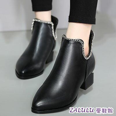 ☼zalulu愛鞋館☼ IA196 英倫帥氣U型簍空細鍊裝是低跟平底短筒短靴~黑~35~3