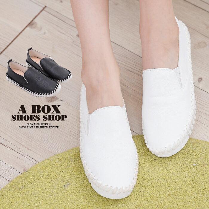 格子舖*【AAK-8】旅行休閒簡約大方 皮革特殊車線 鬆緊休閒懶人鞋 圓頭包鞋 小白鞋 2色 0
