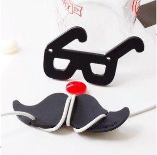 PS Mall╭*韓國紳士的鬍子眼鏡 耳機繞線器集線器 單一款【J1335】