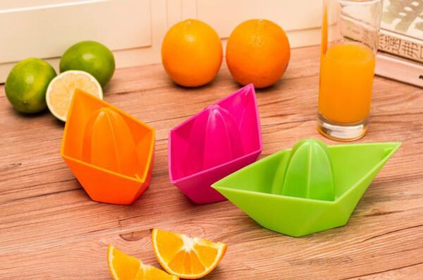 PS Mall╭*環保簡單榨汁器 手動榨果汁器 檸檬擠小船榨汁機 檸檬/柳橙【J303】
