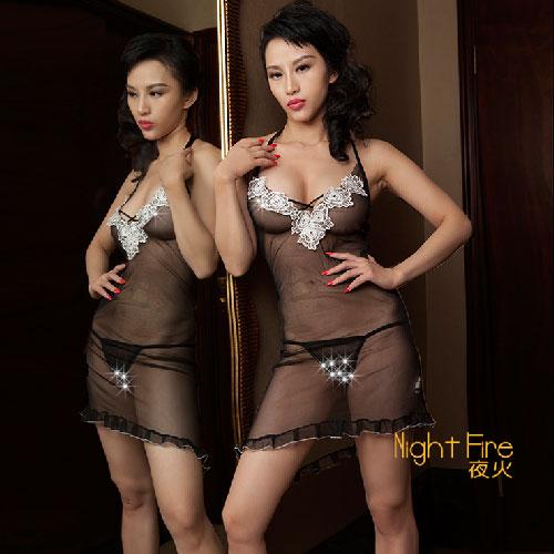 【伊莉婷】夜火 Night Fire 黑色透視網紗白色小花點綴V領吊帶裙 2368