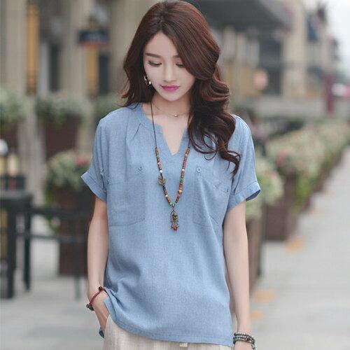上衣 - 純色小V領胸前口袋短袖棉麻T恤【29141】藍色巴黎《3色》現貨+預購 1