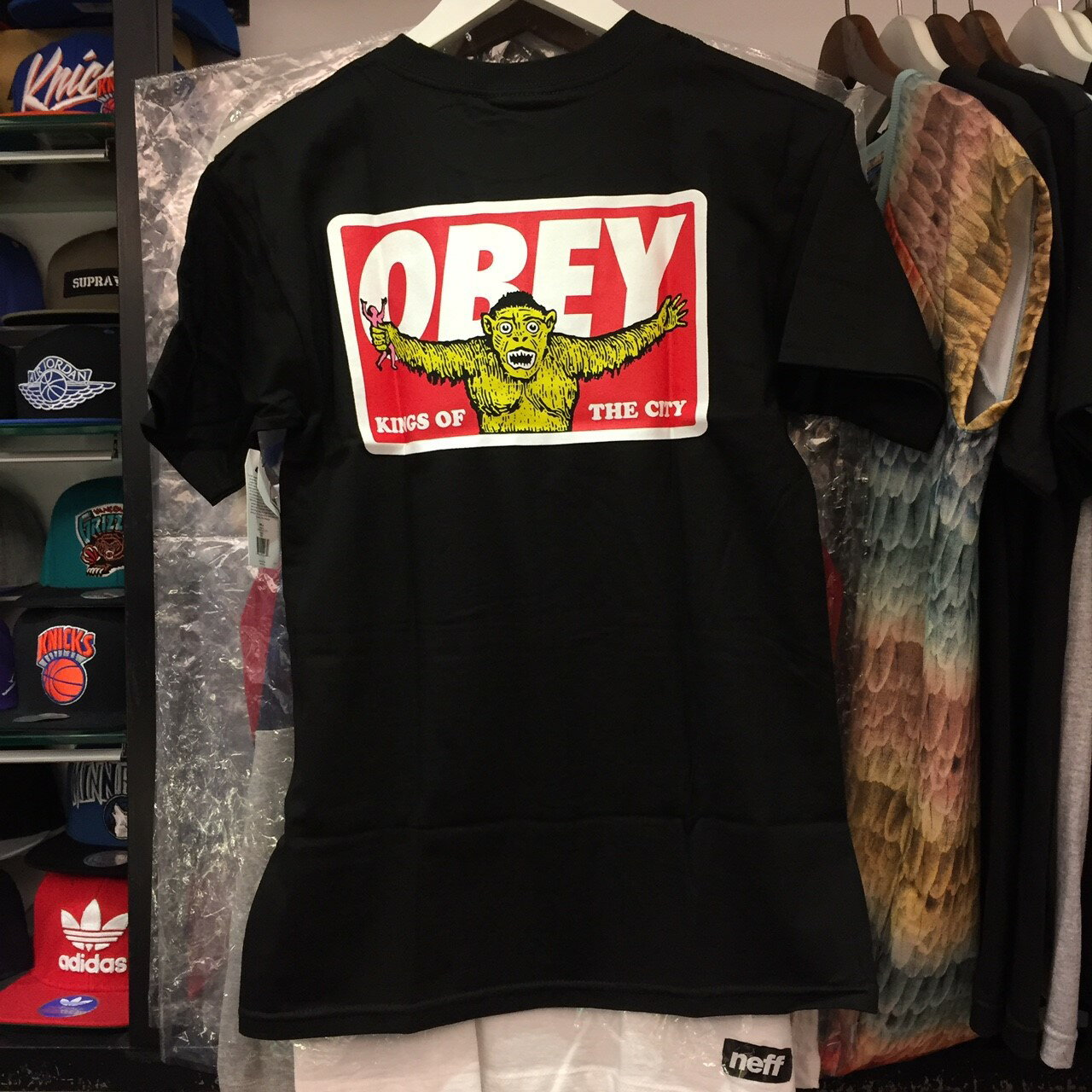 BEETLE OBEY KINGS OF THE CITY 城市之王 全黑 紅字 LOGO 短T TEE OB-414 163081152BLK 2